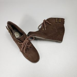 So cute brown wedges size 8.5